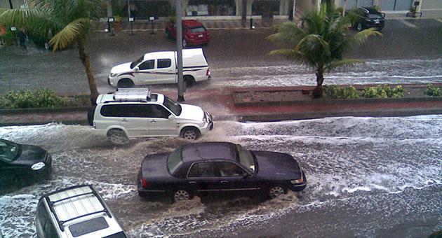 الأمطار في جدة تؤدي إلى انتقادات شديدة